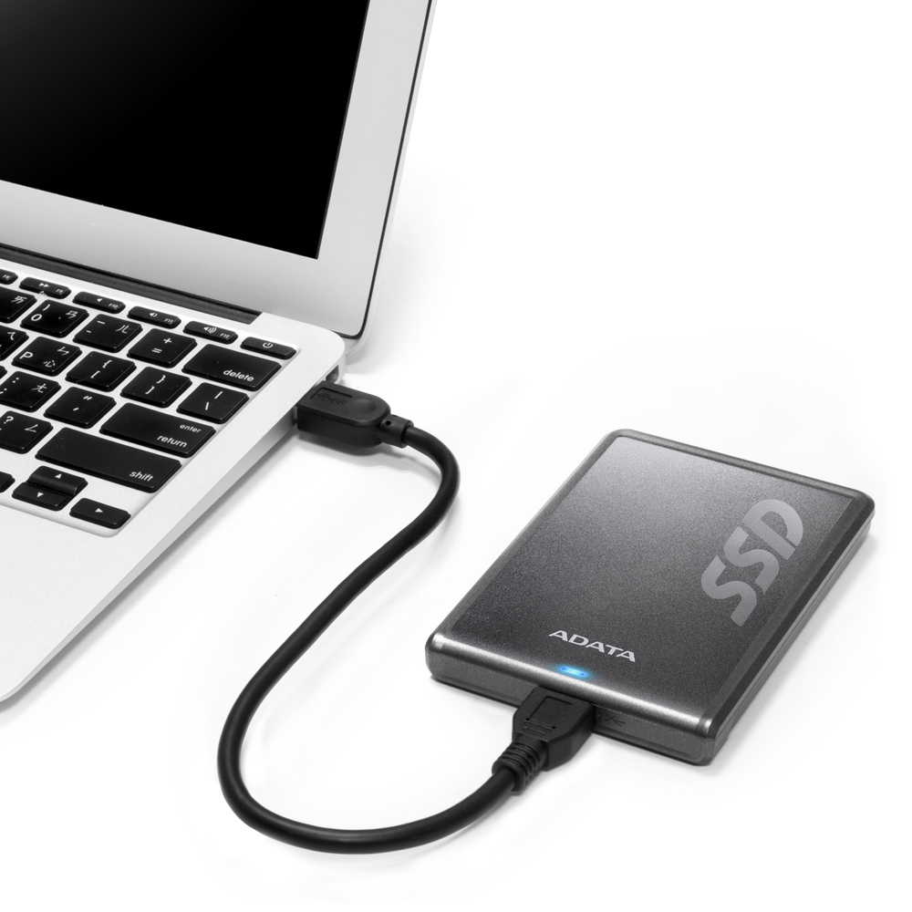 008_ADATA_SV620_external_SSD_in_use